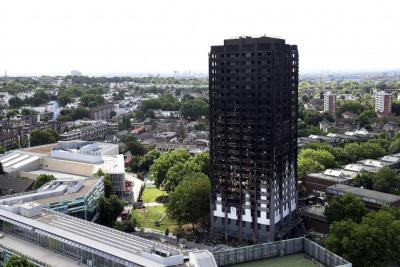 Aumentó a 58 la cifra de víctimas mortales del incendio en Londres