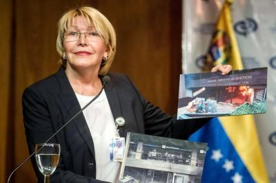 Bloquean cuentas y prohíben salir del país a la Fiscal de Venezuela