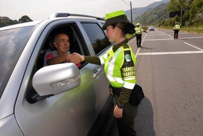 40 mil policías custodiarán las vías nacionales en el puente festivo