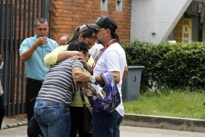 Historias del dolor que embargan a 11 familias en Santander