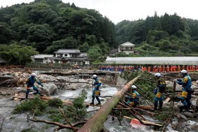 Siguen en la búsqueda de 30 desaparecidos tras torrenciales lluvias en Japón