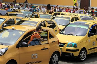 Denuncian que los 'botones de pánico' en taxis de Bucaramanga están desactivados