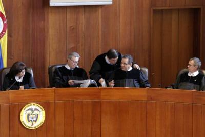 """""""La ley de amnistía no beneficiará a los paramilitares"""": Corte"""