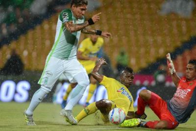 Atlético Bucaramanga perdió en el último minuto 2-1 ante Nacional