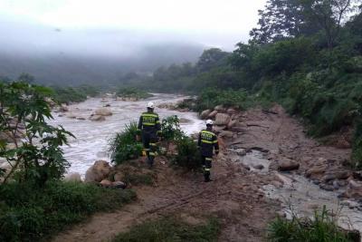 El drama de la familia de una niña arrastrada por un río en Bucaramanga