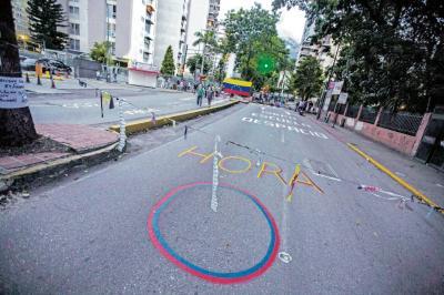 Poderes judicial y legislativo agudizan crisis en Venezuela