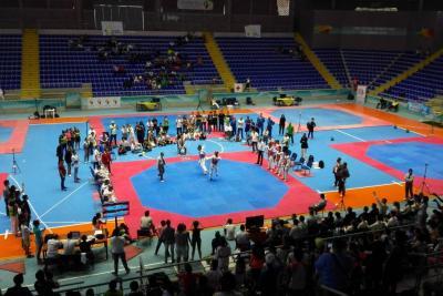 Taekwondo de alto vuelo en el coliseo Bicentenario