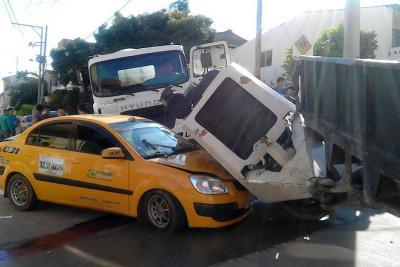 Fuerte colisión en el barrio Fátima en el Socorro