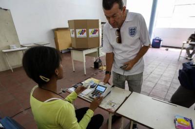 Solo 9 % del censo electoral votó este domingo en Venezuela