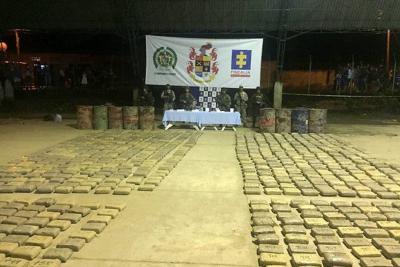 Incautan cargamento de marihuana y armas