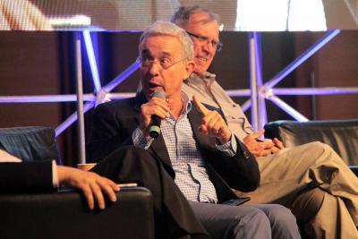Uribe dijo en Bucaramanga que se necesita de la minería para impulsar la economía