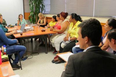 Acuerdan crear red de apoyo a trabajadoras sexuales en Santander