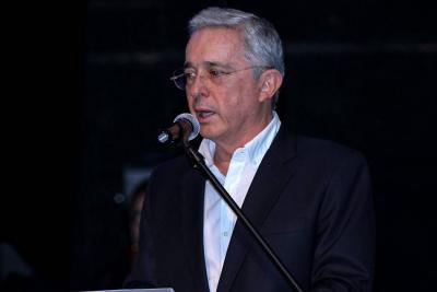 Uribe dice que nunca quiso acusar de violador sexual de niños a Daniel Samper