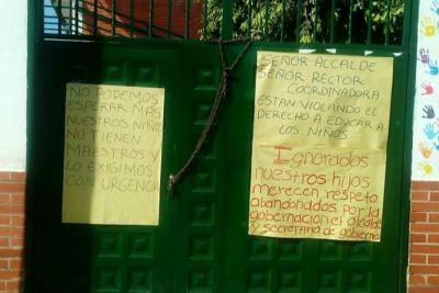 Padres bloquearon colegio en Santander porque sus hijos llevan 3 meses sin clases