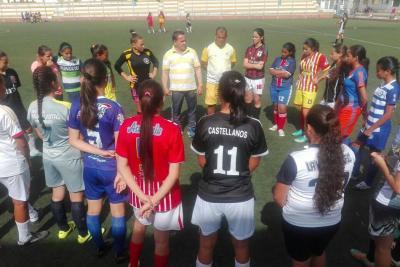 Entrenador de la selección Colombia sub 17 femenina busca jugadoras en Bucaramanga