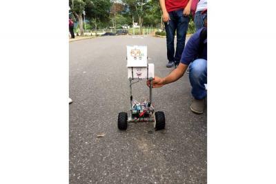 Con robots, estudiantes resuelven problema de parqueaderos en la UIS
