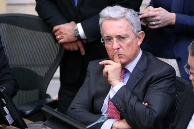 Uribe pide a Twitter que elimine una cuenta 'fake' que lo parodia