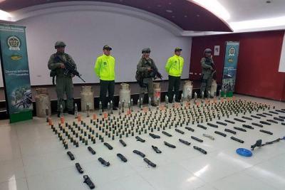 Hallan caleta con armamento de disidentes de las Farc
