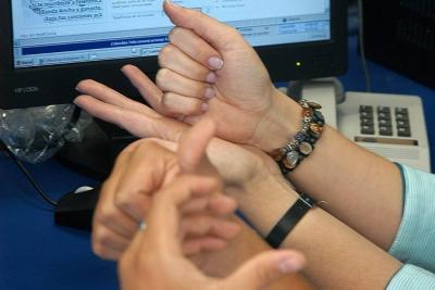 Presentan en Bucaramanga dispositivo que comunicará a personas con discapacidad auditiva