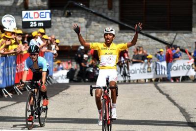 Bernal ganó la etapa y se afianzó en el liderato