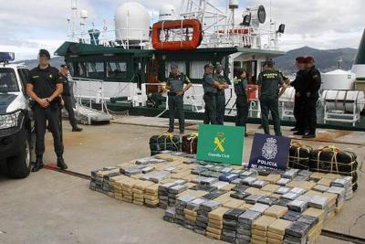 Cinco españoles y un argentino fueron detenidos por llevar 470 kilos de coca