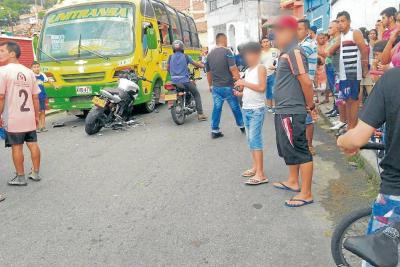 Motociclista murió luego de chocar contra una buseta en Bucaramanga
