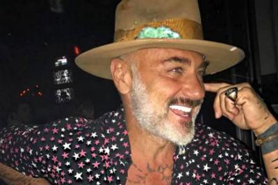 Controversia por 'cariñosa' foto de Gianluca Vacchi con otro hombre