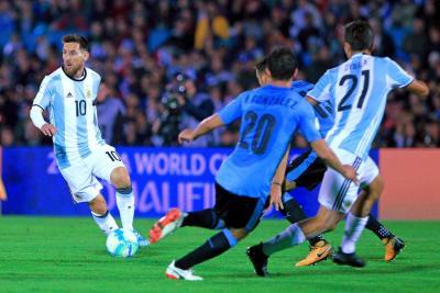 Paraguay goleó, Brasil ganó y sin goles terminó Uruguay - Argentina