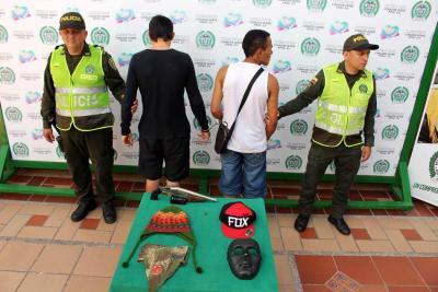Caen dos jóvenes que estaban armados y encapuchados en Bucaramanga