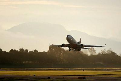 ¿Por qué los tiquetes aéreos están hasta 167 % más costosos esta semana?