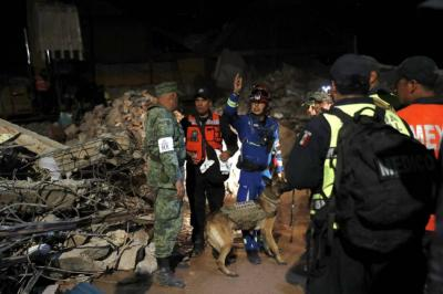 Se eleva a 61 la cifra de muertos por terremoto en México