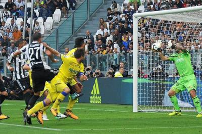 Sin Cuadrado, Juventus venció 3-0 al Chievo en la Serie A de Italia