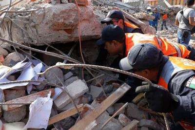 Aumenta a 90 la cifra de muertos por el terremoto en México