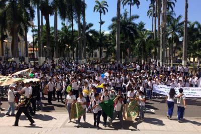 Estudiantes protestan frente la Alcaldía de Bucaramanga por cambio de rectores