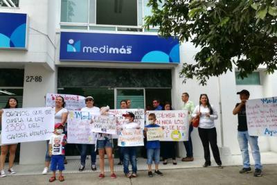 Protesta para exigir atención a 38 niños con cáncer en Bucaramanga