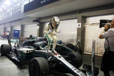 Hamilton ganó la carrera en Singapur