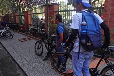 Pedaleando, estudiantes se unieron a la jornada del día sin carro en Bucaramanga