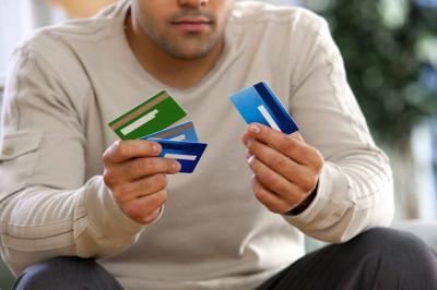 Cuándo pagar con tarjeta de crédito o débito