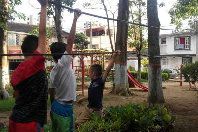 Video registró peligroso juego de niños con cables caídos en Piedecuesta