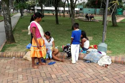 El drama de indígenas venezolanos que llegan a Bucaramanga desplazados por el hambre