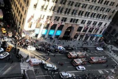 Camioneta atropelló a peatones en Nueva York