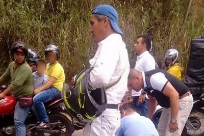 Transportaba a menor de edad sin casco en moto por Bucaramanga