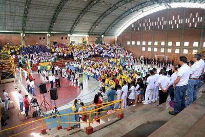 Participación masiva en inauguración de las justas interdocentes fase local
