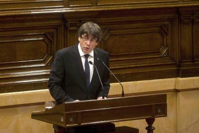 Puigdemont declara la independencia de Cataluña pero la suspende para dialogar