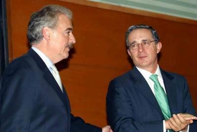 Citan a expresidentes Uribe y Pastrana para que expliquen acusaciones contra Santos