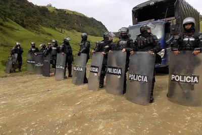 Enfrentamiento entre Policía e indígenas en Cauca deja tres uniformados heridos