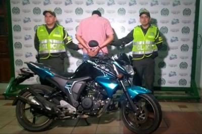 En medio de una persecución cayó un ladrón de motocicletas en Girón