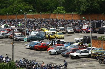 Chatarrizaron vehículos abandonados en patios de Tránsito de Bucaramanga