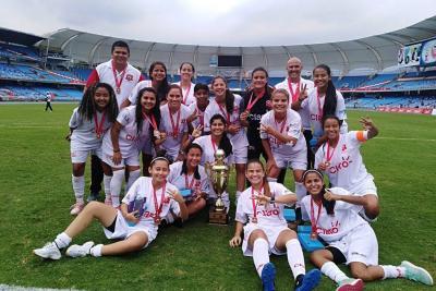 Botín de Oro, tricampeón de la Copa Claro de fútbol femenino