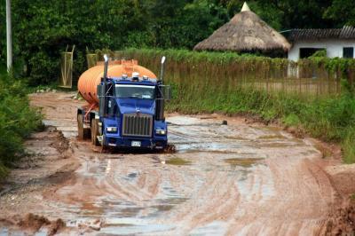 Camioneros lanzan S.O.S. por abandono de la Vía Nacional
